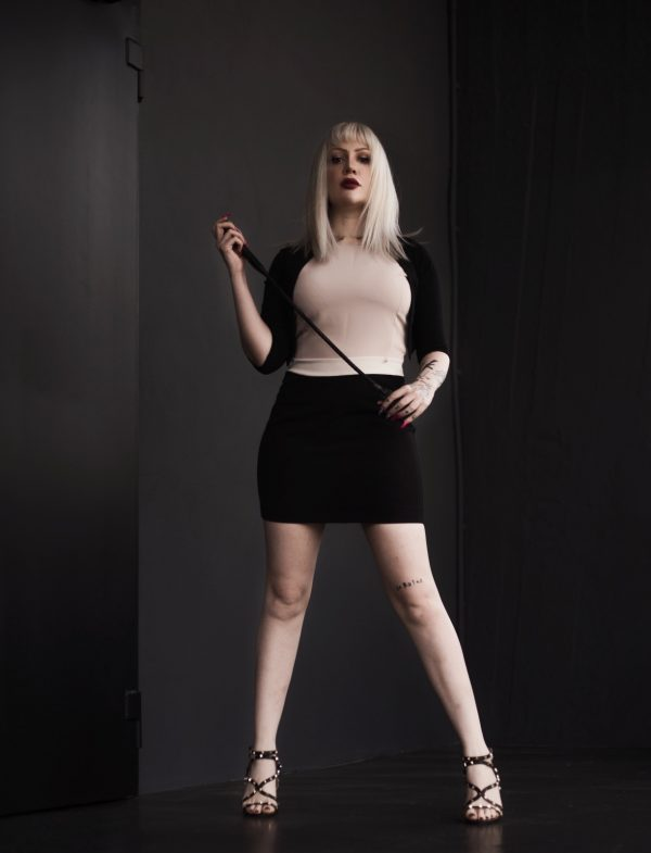 Mistress italiana sadica e crudele